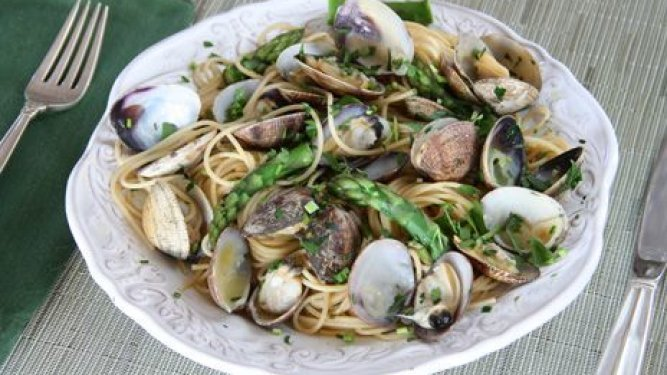 Spaghetti with Manila Clams, Asparagus and Lemon