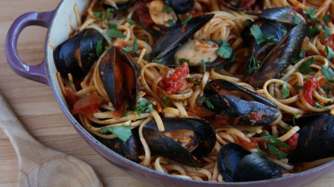 Linguine with Mussels and Spicy Tomato Sauce