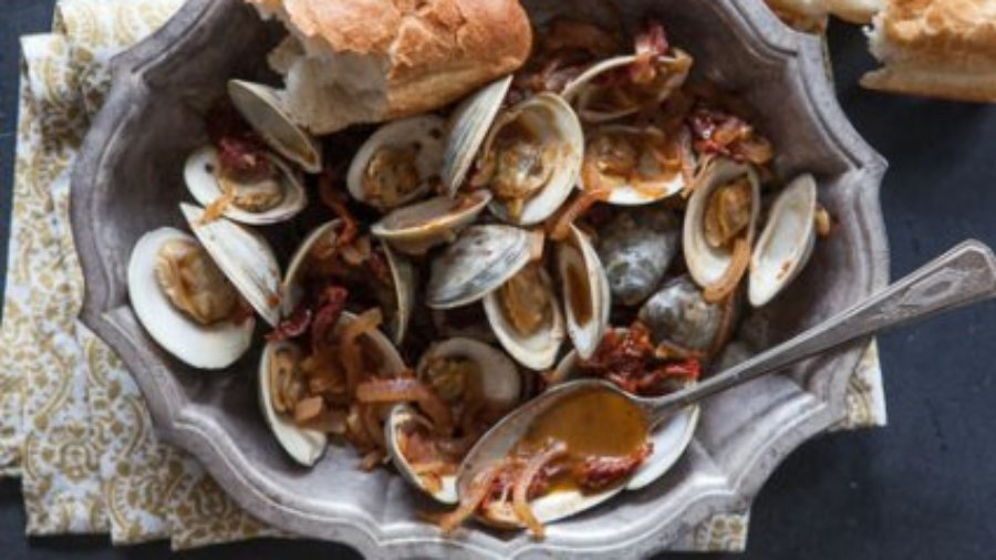 PAN-ROASTED CLAMS WITH SUN-DRIED TOMATOES