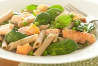 LEMONY SALMON WITH WHOLE WHEAT PENNE, PEAS AND DILL